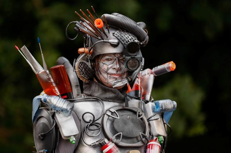 Stay still! Living statues take over Belgian town