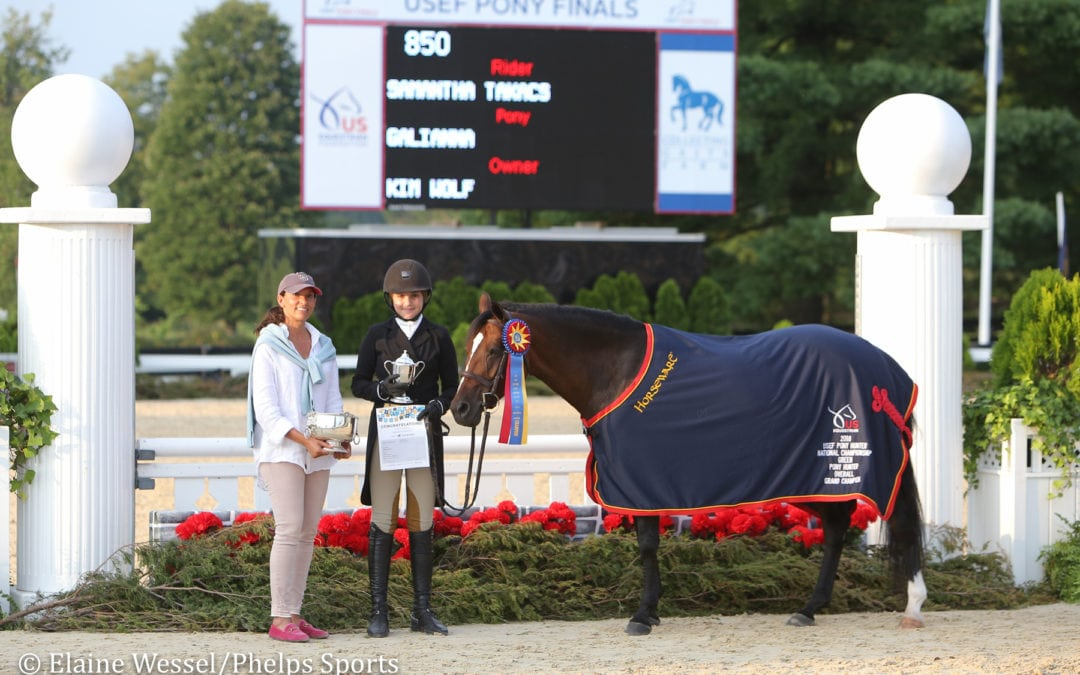 Samantha Takacs and Grace Debney Earn Green Hunter Tricolors at 2018 USEF Pony Finals