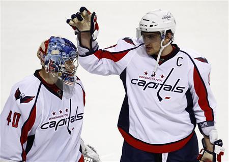 Capitals sign Sgarbossa to two-way deal