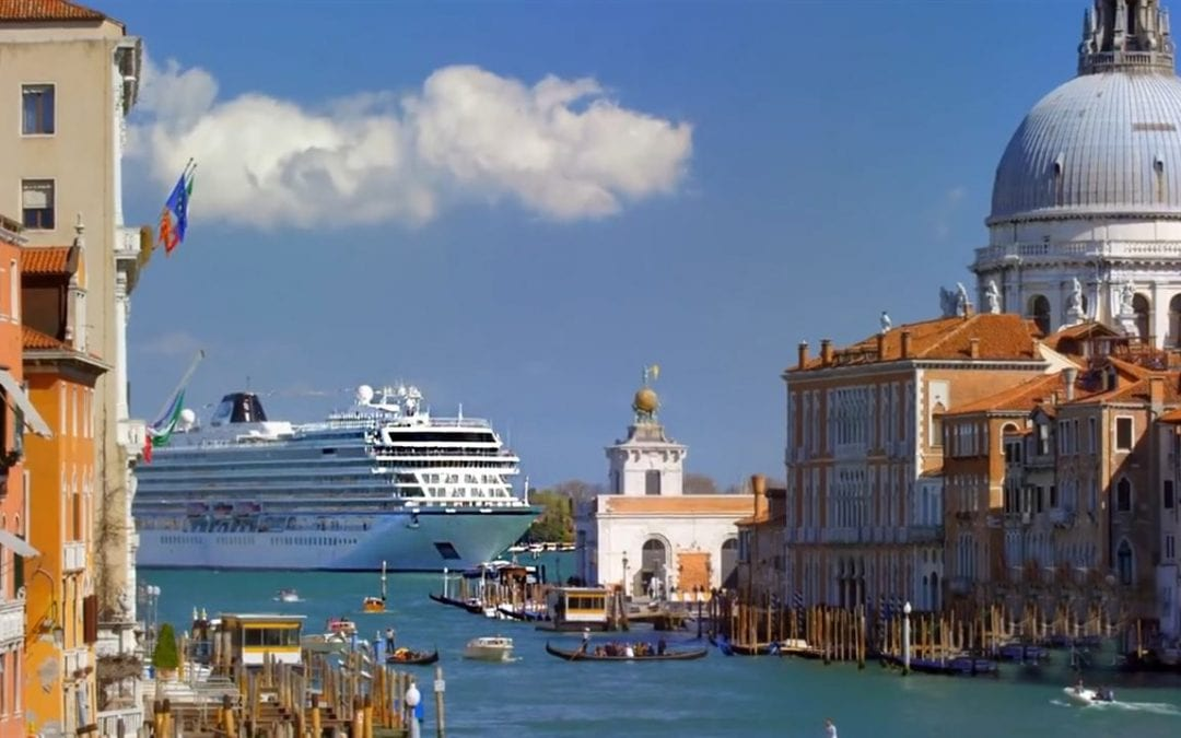 5 advantages of traveling on a small cruise ship