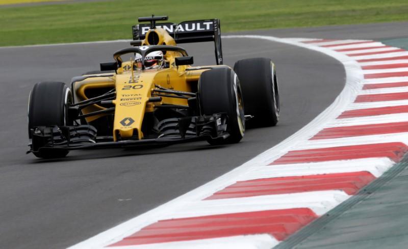 Truck crash adds to Renault's bad weekend