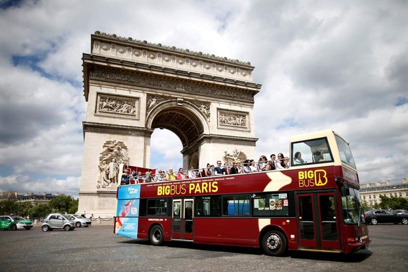 Paris says tourist buses no longer welcome in city center