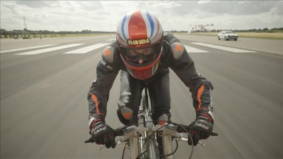11-198 Briton Campbell smashes cycling speed record at 174mph [your]NEWS