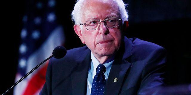 Bernie Sanders' 'Prisoner Bill of Rights' Guarantees Free Phone Calls, Video Chats, 'Living Wage'
