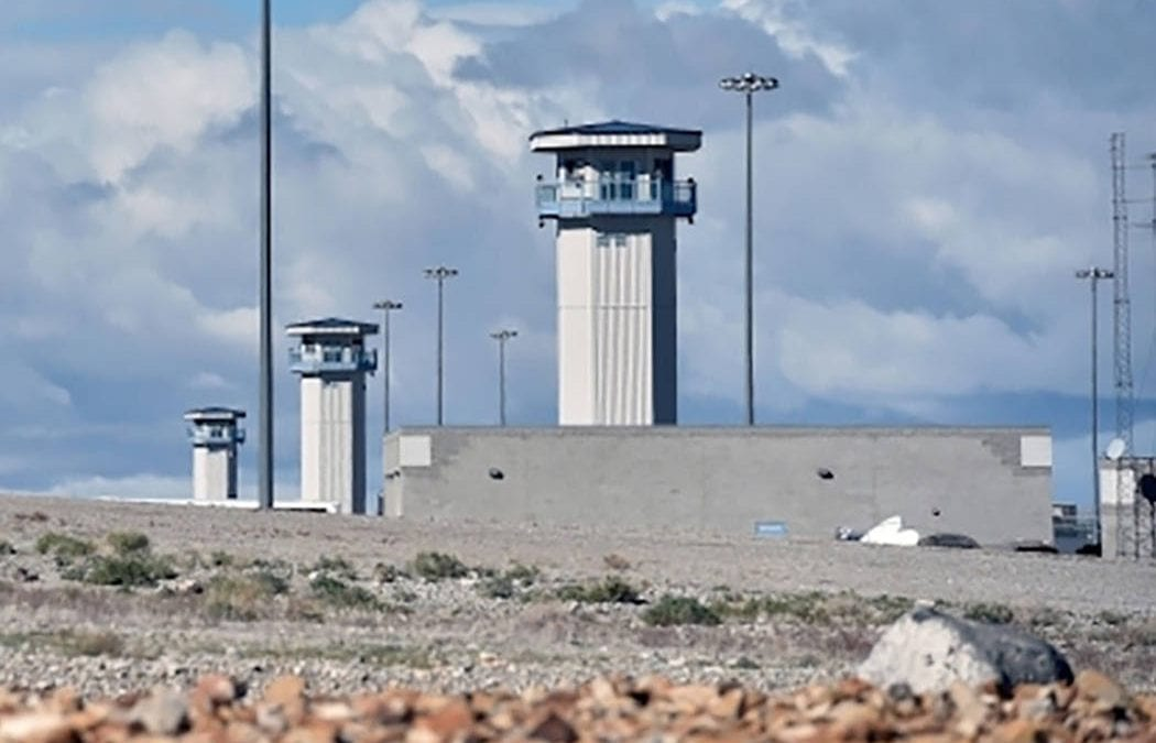 2 Nevada prisons locked down over reported threats to staff
