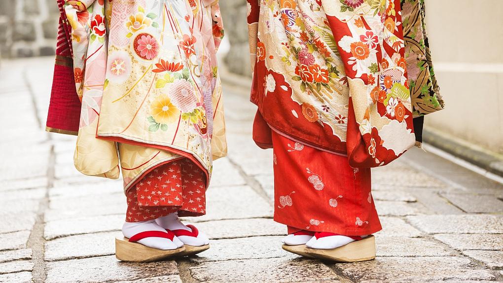 Kimono runway show lights up Tokyo fashion week