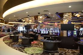 Casino gambling in showdown with the governor