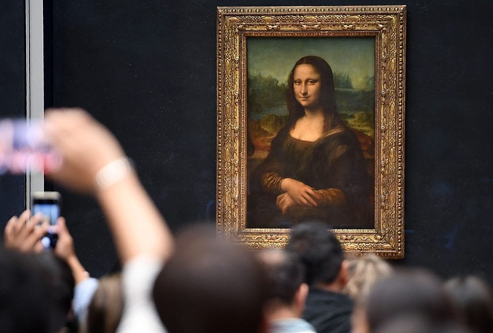 Mona Lisa's smile a touch clearer through Louvre's new protective glass