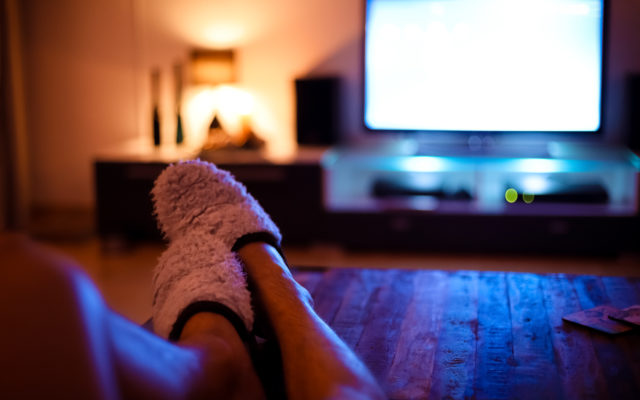 Artificial light and the circadian rhythm: Sleeping with a TV or light on linked to weight gain, reveals study