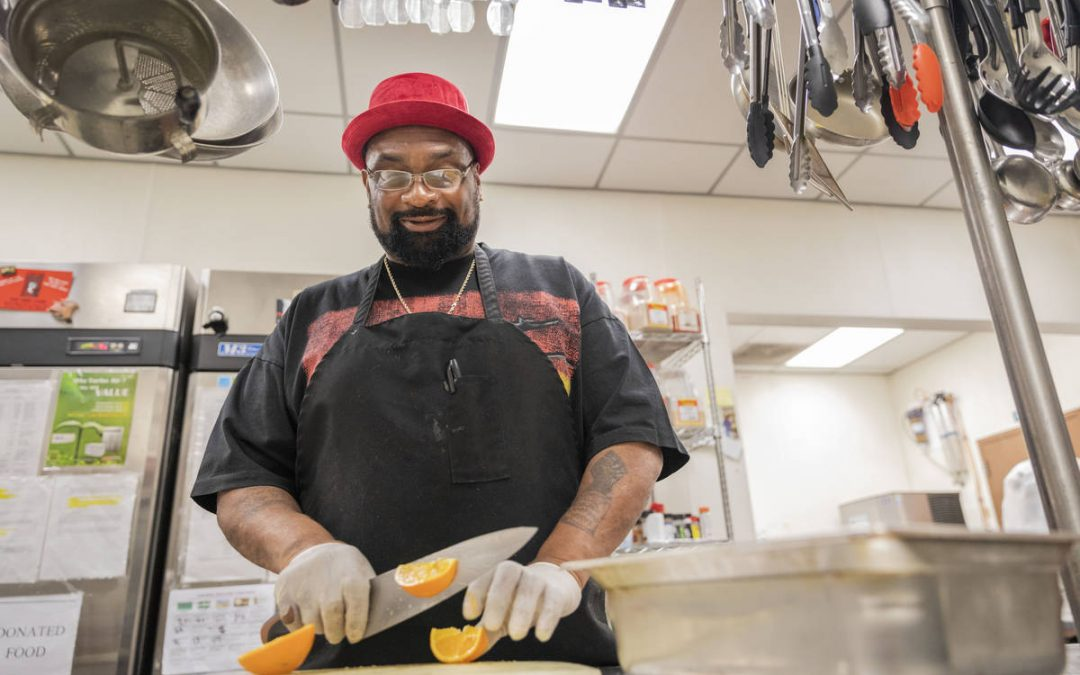 Closed Las Vegas Valley senior centers work to ensure hungry are fed