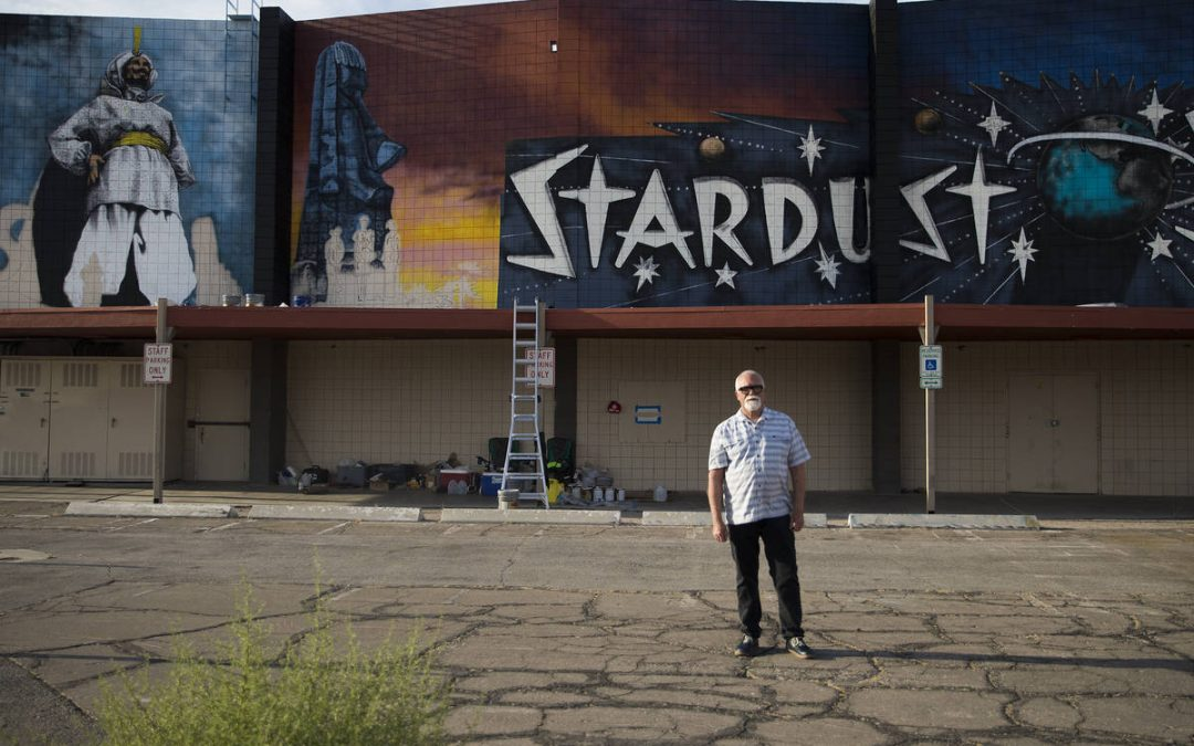New mural features 3 'of the most iconic signs in Las Vegas history'