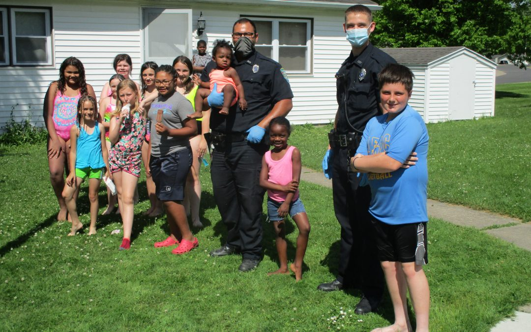Newark Police Officers help to beat the heat