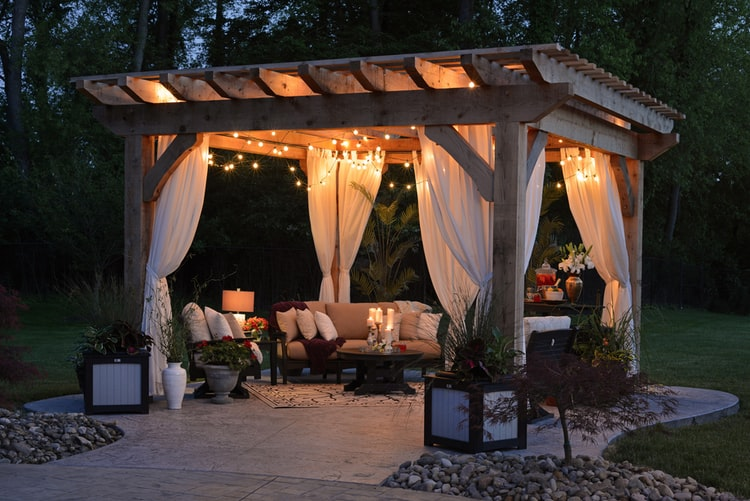 5 Ways to Turn Your Backyard into a Summer Stunning Space