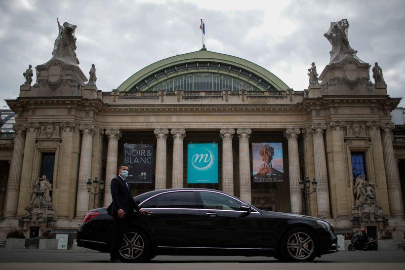 With no paparazzi or parties, Paris prepares for virtual fashion week