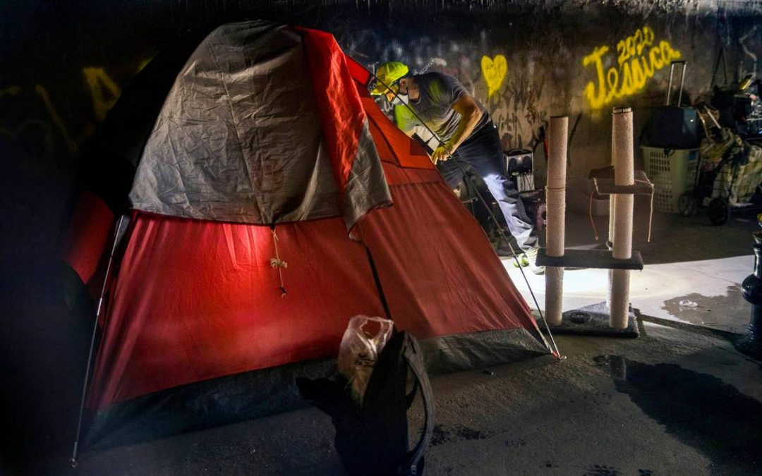 Advocates go underground to help homeless in Las Vegas tunnels