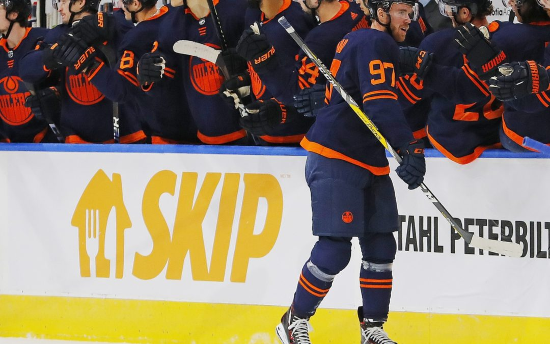 Connor McDavid's hat trick lifts Oilers past Canucks
