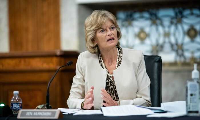 Murkowski Rules Out Switching to Democratic Party