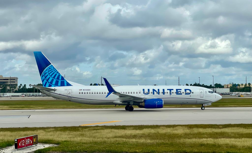 United Airlines CEO Considers Making COVID-19 Vaccine Mandatory For All Employees