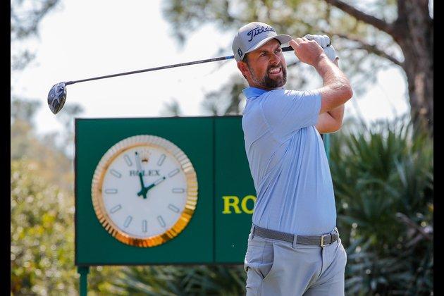 Matthew Fitzpatrick, Webb Simpson share WGC lead