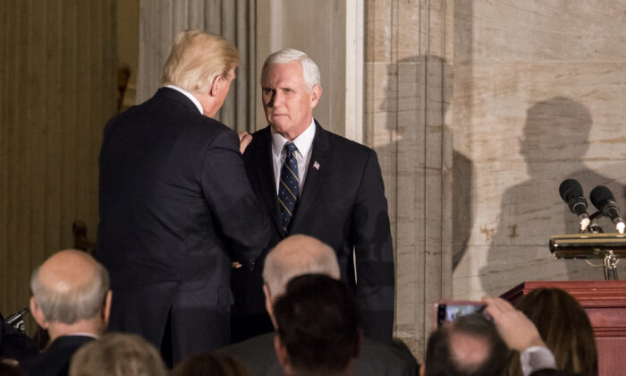 Pence Praises Trump During Meeting With Republicans