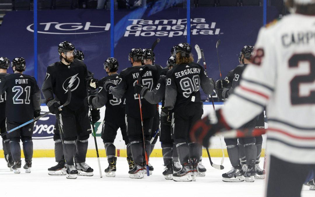 Lightning continue playoff push against Blackhawks