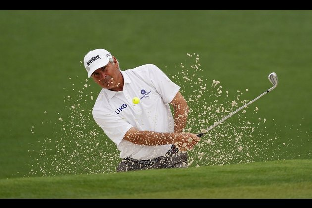 Fred Couples fires 63, takes two-stroke lead at Chubb Classic