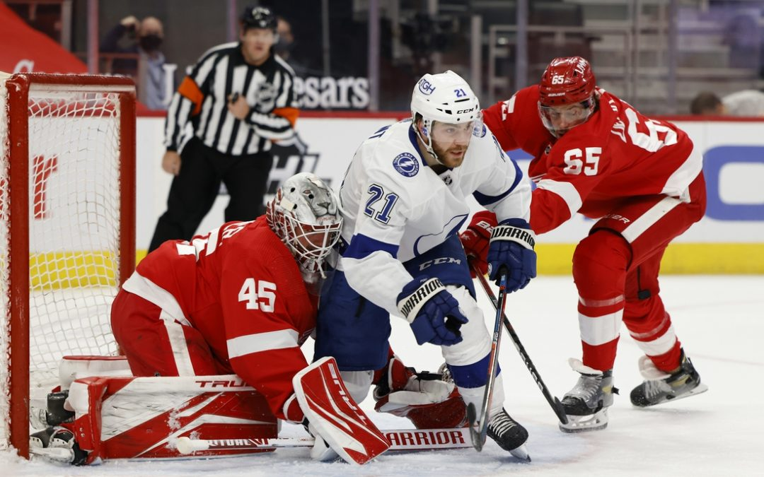 Blake Coleman leads Lightning to 2-1 win in Detroit