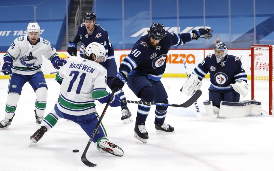 Jets clinch North's 3rd seed in 5-0 blanking of Canucks