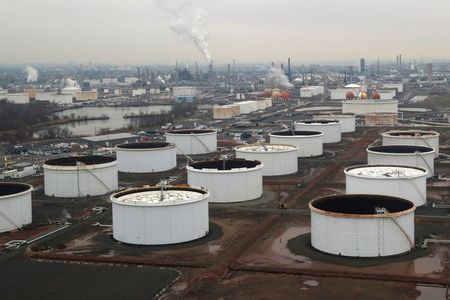 tagreuters.com2021binary_LYNXMPEH0D04R-VIEWIMAGE Oil prices climb on Chinese data, dollar weakness Business [your]NEWS