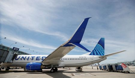 United Airlines sees first-quarter revenue falling 66%