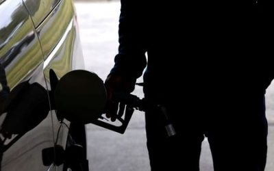 U.S. gasoline shortage eases, but pumps dry in some areas