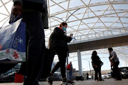 U.S. holiday travelers voice dread, determination as they defy COVID-19 warnings