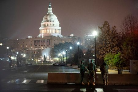 U.S. closing landmarks, announces vehicle checks in Washington for inauguration