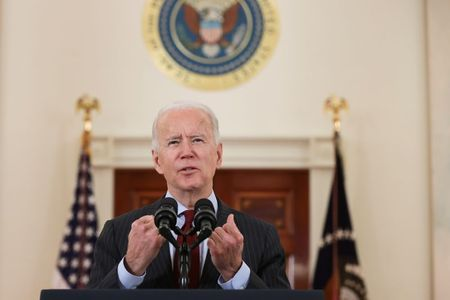 tagreuters.com2021binary_LYNXMPEH1M02K-VIEWIMAGE Biden leads Americans in moment of silence to mourn 500,000 U.S. COVID-19 deaths U.S. [your]NEWS