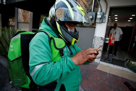 Delivery apps in Mexico make temporary cut to fees as restaurants struggle