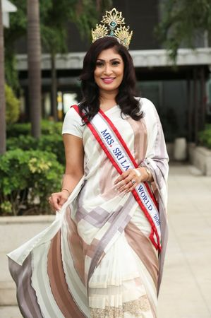 tagreuters.com2021binary_LYNXMPEH360UX-VIEWIMAGE Crowned, de-crowned, crowned again; chaos at Sri Lankan beauty pageant U.S. [your]NEWS