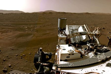 tagreuters.com2021binary_LYNXMPEH1M01J-VIEWIMAGE Mars rover sends home movie of daredevil descent to landing on red planet Science & Technology Top Stories [your]NEWS