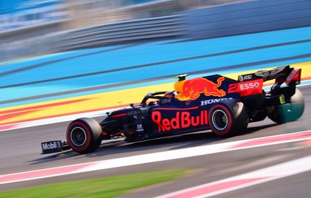 tagreuters.com2020binary_LYNXMPEGBB06Y-VIEWIMAGE Verstappen snatches pole for Abu Dhabi finale Auto Racing Sports [your]NEWS