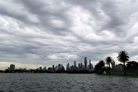 Motor racing-Australian Grand Prix schedule under 'discussion' -govt spokesman