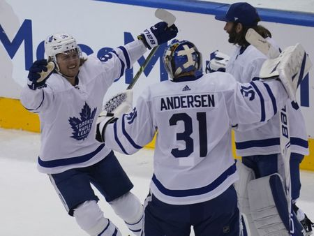 NHL: Leafs, Senators cleared to play in home arenas amid COVID-19