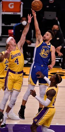 tagreuters.com2021binary_LYNXMPEH0I0BP-VIEWIMAGE NBA: Warriors escape 19-point hole, stun Lakers Basketball Sports [your]NEWS