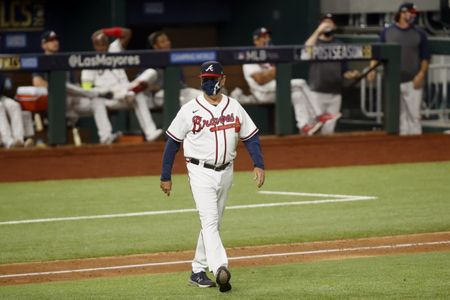 Braves extend manager Brian Snitker through 2023