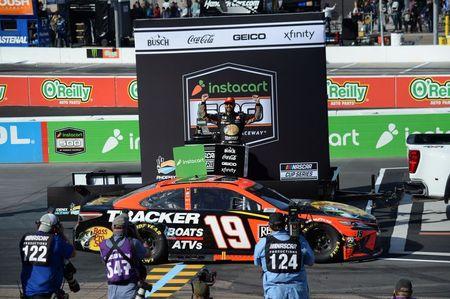 Martin Truex Jr. finally prevails at Phoenix Raceway