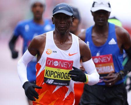 Kipchoge warming up for Olympics marathon in Netherlands race