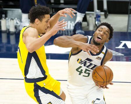 NBA roundup: Donovan Mitchell injured in Jazz's comeback win