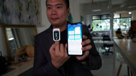 tagreuters.com2021binary_LYNXMPEH1N02C-VIEWIMAGE Singapore trials Smartphone app offering mini check-ups Business [your]NEWS