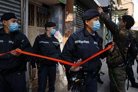 tagreuters.com2021binary_LYNXMPEH0D0CH-VIEWIMAGE Hong Kong police arrest 11 on suspicion of aiding activists' escape attempt World [your]NEWS