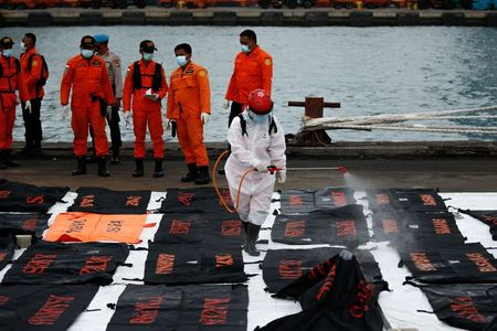 tagreuters.com2021binary_LYNXMPEH0D0QP-VIEWIMAGE Indonesia resumes search for victims, black box of crashed Sriwijaya jet World [your]NEWS