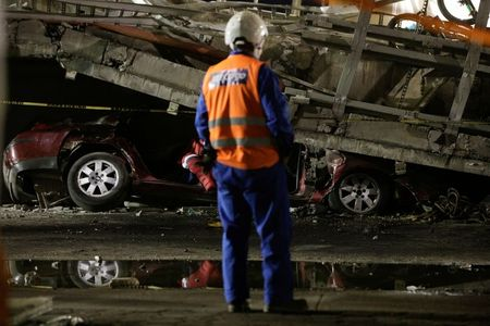 tagreuters.com2021binary_LYNXMPEH430E0-VIEWIMAGE Mexico City rail overpass collapses onto road, killing at least 23 World [your]NEWS