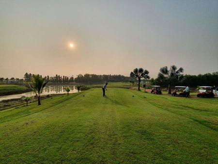 tagreuters.com2021binary_LYNXMPEH1O08I-VIEWIMAGE No handicap as South Koreans swing through Thailand's 'golf quarantine' Golf World [your]NEWS